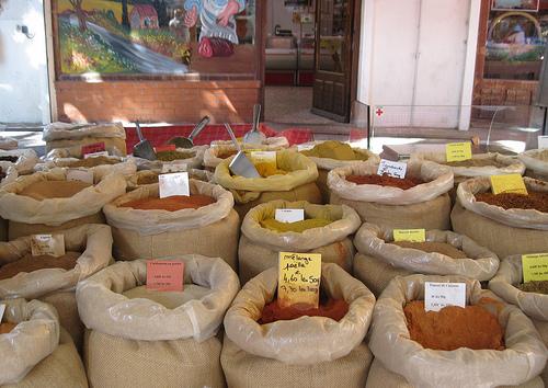 Spices for every dish - Bédoin Market par Sokleine