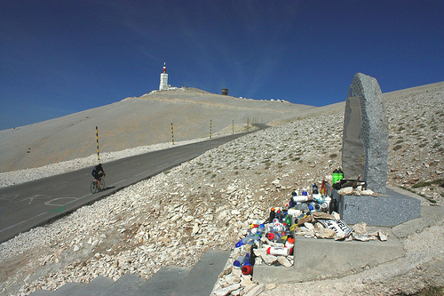 Mont-Ventoux : Tom Simpson stone by Sokleine
