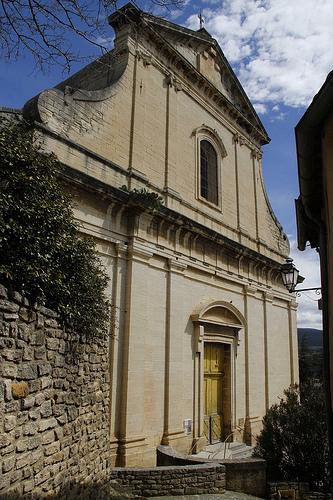 La facade de l'église de Bédoin by maximus shoots