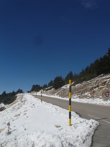 Mont-Ventoux enneigé : route balisée par gab113