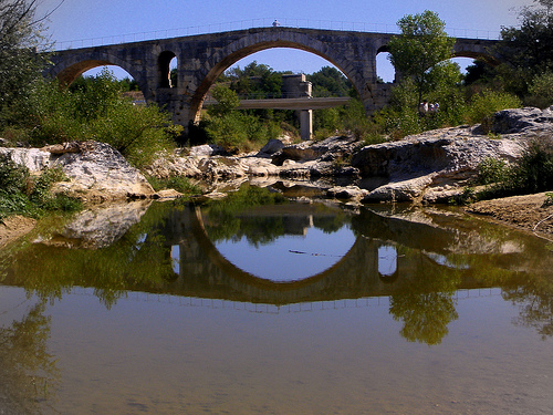 The Pont Julien / The Roman bridge par perseverando