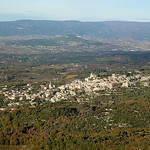 Bonnieux depuis la forêt des cèdres (petit lubéron) par Toño del Barrio - Bonnieux 84480 Vaucluse Provence France