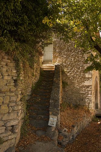 Petit escalier authentique à Bonnieux par Lio_stin