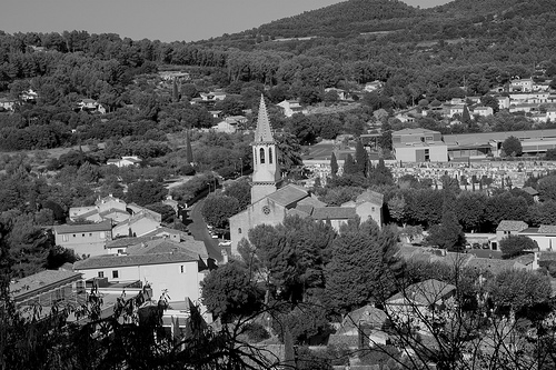 Le village de Cadenet et son église by Lio_stin