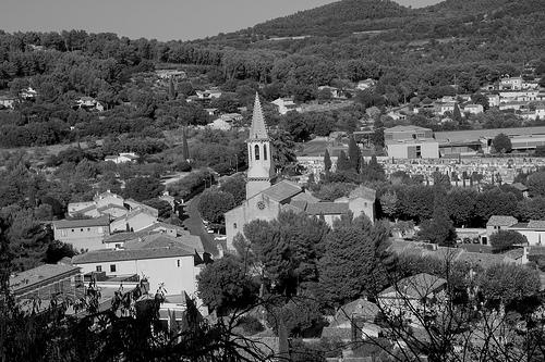 Le village de Cadenet et son église par Lio_stin