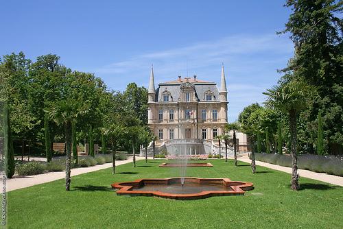 Le château de Val-Seille à Courthézon by Dominique Pipet