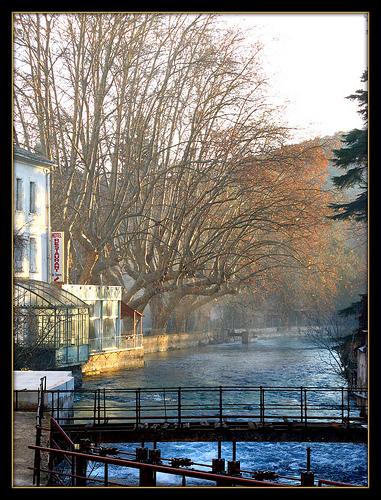 Fontaine de Vaucluse en automne par myvalleylil1