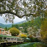 Fontaine de Vaucluse et la Sorgue tout en vert par claude.attard.bezzina - Fontaine de Vaucluse 84800 Vaucluse Provence France
