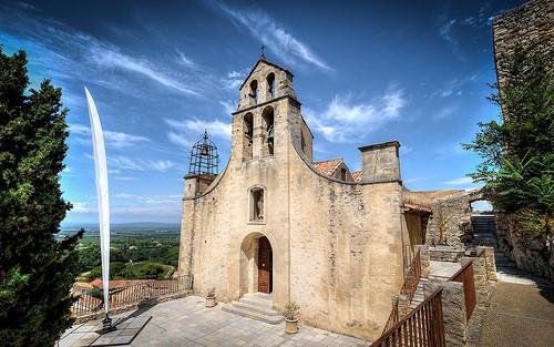 Eglise de Gigondas, entrée et clocher par deltaremi30