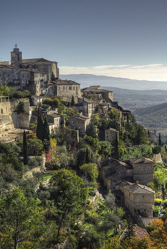 La cascade de maisons à Gordes by feelnoxx