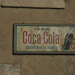 Gordes : ancienne pub coca par michel.seguret - Gordes 84220 Vaucluse Provence France