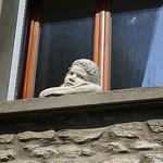 Accroché à la fenêtre par Cilions - Gordes 84220 Vaucluse Provence France