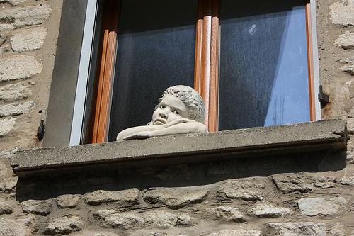 Accroché à la fenêtre par Cilions