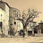Place du village à Gordes... par Cilions - Gordes 84220 Vaucluse Provence France