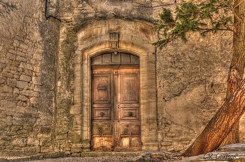 Old Doorway in Provence par C.R. Courson