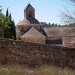 Le toit et clocher de l'Abbaye de Senanque par CouleurLavande.com - Gordes 84220 Vaucluse Provence France
