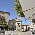 Place du village et fontaine de Gordes par Massimo Battesini - Gordes 84220 Vaucluse Provence France