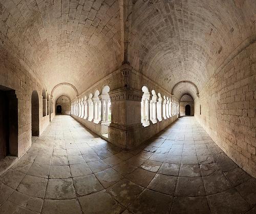 Cloister corner, Senanque Abbaye by wessel-dijkstra