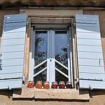 Fenêtre bleue à Gordes par Leo Ad - Gordes 84220 Vaucluse Provence France