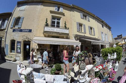 Boutique souvenir à Gordes par Massimo Battesini