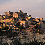 Gordes et ses maisons au coucher du soleil... par  - Gordes 84220 Vaucluse Provence France