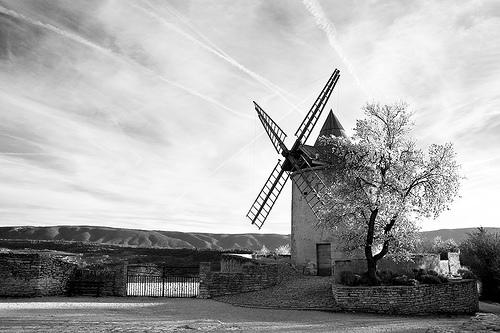 Le moulin de Goult by Olivier Ménart (sur une autre planète)