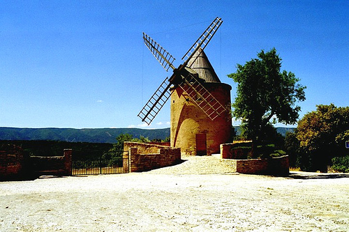 Windmill in Goult by noranorling