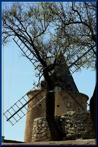 Luberon - moulin de Goult by Rhansenne.photos