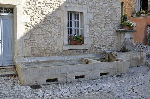 Lavoir en pierre de Joucas by Jean NICOLET