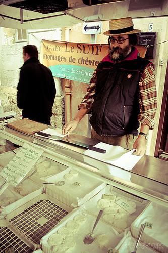 Le Vendeur du Fromage de Chèvre par claude.attard.bezzina