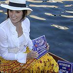 Place des Bisous - Le Marché Flottant de l'Isle sur la Sorgue par Massimo Battesini - L'Isle sur la Sorgue 84800 Vaucluse Provence France