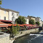 Les berges et cafés de L'Isle-sur-la-Sorgue par Massimo Battesini - L'Isle sur la Sorgue 84800 Vaucluse Provence France