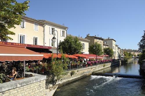 Les berges et cafés de L'Isle-sur-la-Sorgue par Massimo Battesini