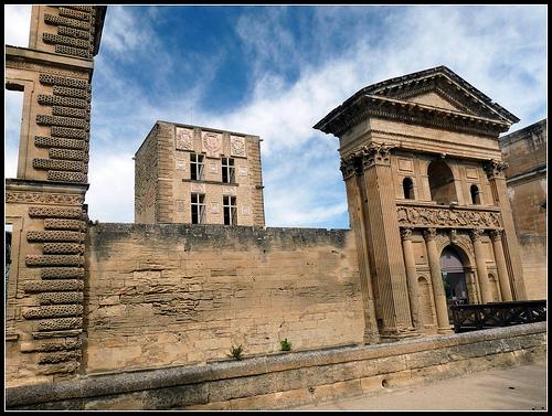 Château de la Tour-d'Aigues by J@nine