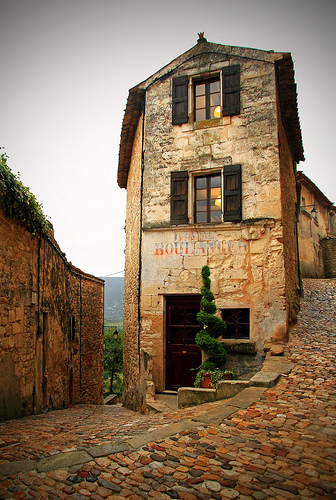 Ancienne boulangerie à Lacoste by Boccalupo [Off, gone to the Ocean]