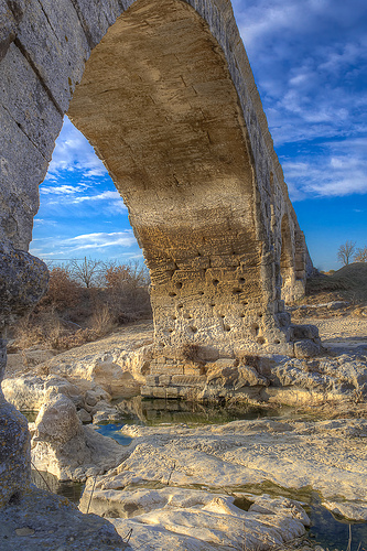 Pile du pont julien by Gabi Monnier