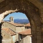 Les rues de Lacoste avec le Mont-ventoux en perspective by Gabi Monnier - Lacoste 84480 Vaucluse Provence France