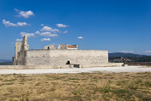 Château de Lacoste by spanishjohnny72