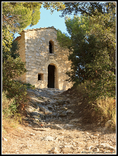 Petite chapelle des Dentelles de montmirail par Photo-Provence-Passion