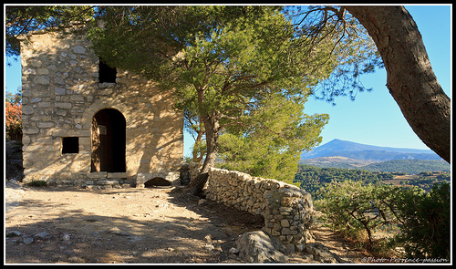 Petite chapelle des Dentelles de montmirail par Photo-Provence-Passion