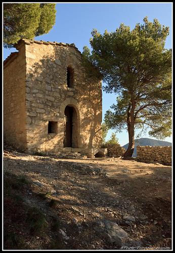 Chapelle des Dentelles de Montmirail by Photo-Provence-Passion
