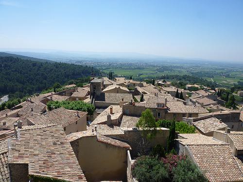 Les toits du Barroux et la plaine par gab113
