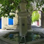 Fontaine - Le Beaucet par Olivier Colas - Le Beaucet 84210 Vaucluse Provence France