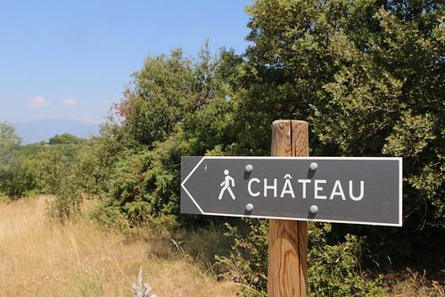 Chemin à pied vers le Château du Beaucet by Gabriel Jaquemet