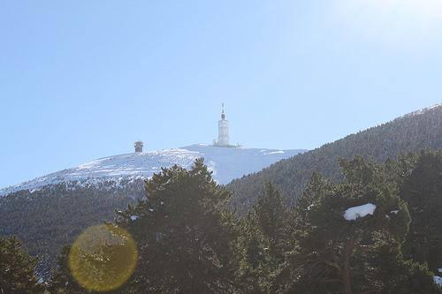 Le sommet du Mont-Ventoux vu du Mont Serein by gab113