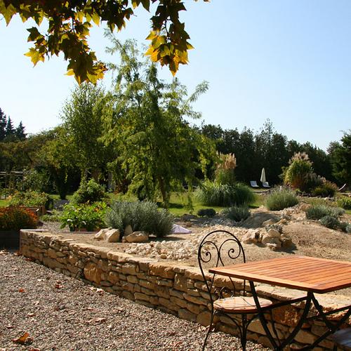 Couleur Lavande : Garrigue et lavandes côté jardin par CouleurLavande.com