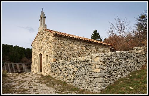 Chapelle dans le Ventouret par Photo-Provence-Passion