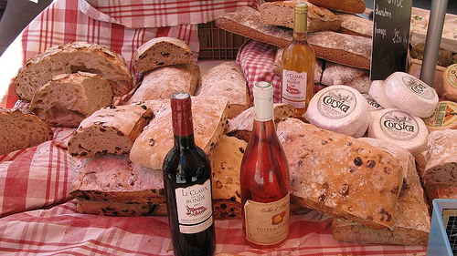 Lourmarin : vin, pain et fromage corse by CME NOW