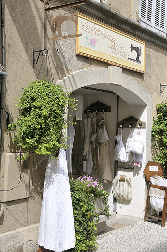 Les cousines des lilas - Lourmarin par Massimo Battesini