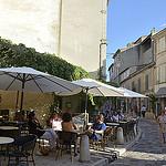 Terrasses de café à Lourmarin par Massimo Battesini - Lourmarin 84160 Vaucluse Provence France
